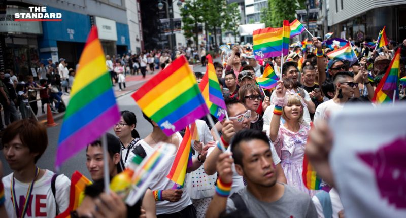 Japanese LGBT seek marriage equality in Valentine's Day suits