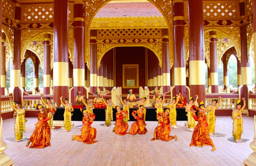 International Cultural Performance in Celebration of the Royal Coronation Ceremony