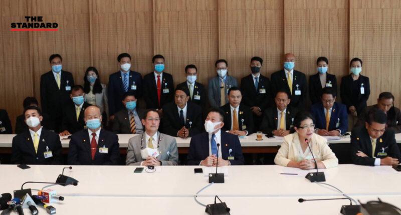 เพื่อไทยตั้งโต๊ะแถลง ส่งคนชิงผู้ว่าฯ กทม. แน่ จ่อทาบ 'ชัชชาติ' คัมแบ็ก ปัดทักษิณเคาะชื่อสุดารัตน์