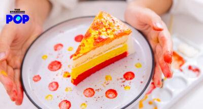 เค้กสีเหลือง บนจานสีขาว เค้กสีสันสดใส ร้าน Fun Cafe