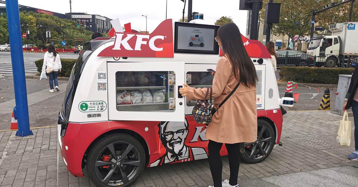 ซื้อไก่ทอดแบบล้ำๆ! KFC ในจีน เริ่มทดลองขายสินค้าด้วย 'รถไร้คนขับ' ควบคุมด้วย 5G