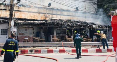 ไฟไหม้ร้านอาหารห้าแยกลาดพร้าว ล่าสุดเพลิงสงบแล้ว