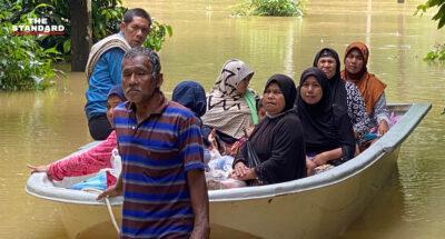 ประชาชนใน 3 จังหวัดชายแดนใต้ ยังคงเดินทางมาใช้สิทธิเลือกตั้ง อบจ. แม้ต้องฝ่าน้ำท่วมและฝนตกหนัก