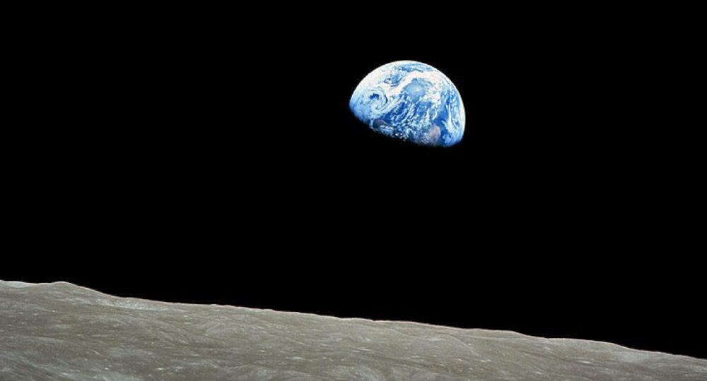 24 DEC 1968 มนุษย์บินสำรวจรอบดวงจันทร์ครั้งแรก