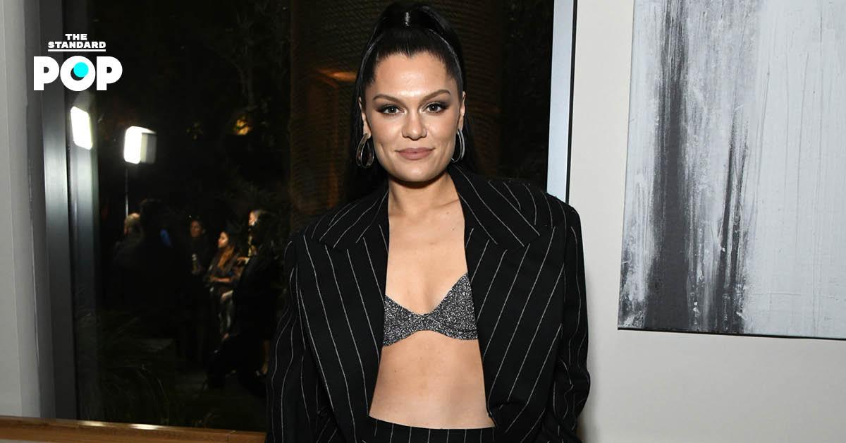Jessie J เผยว่าเธอเผชิญกับอาการของโรคน้ำในหูชั้นในผิดปกติ หลังถูกส่งตัวเข้าโรงพยาบาลในวันคริสต์มาสอีฟ