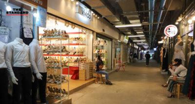 สยาม วันอาทิตย์ ผู้คนบางตา ร้านค้าบางส่วนเงียบเหงา