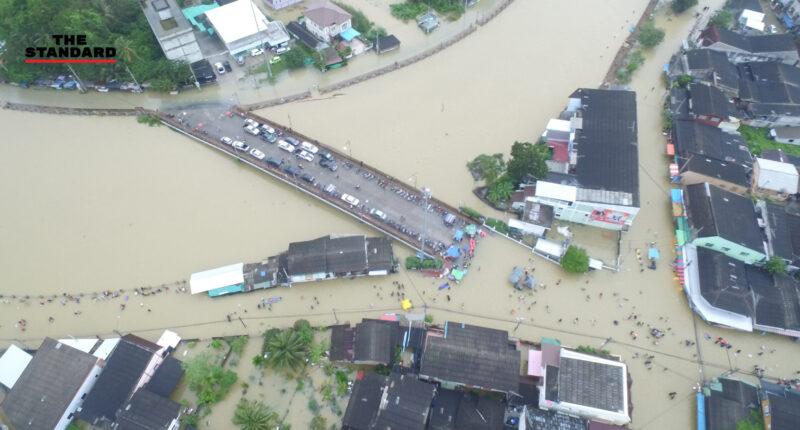 ภาพมุมสูงมวลน้ำจากเขื่อนบางลาง ยะลา เข้าท่วมในเขตเมืองปัตตานี