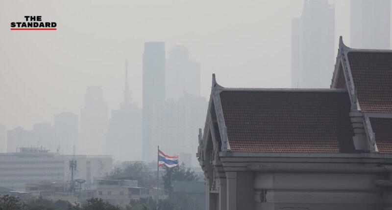 บรรยากาศฝุ่น PM2.5 ที่ปกคลุมกรุงเทพฯ-ปริมณฑล หลังกรมอุตุนิยมวิทยาชี้ฝุ่นละอองสะสมมากในช่วง 21-26 มกราคมนี้