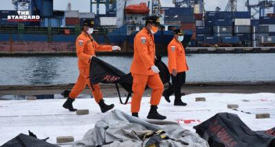 ทีมกู้ภัยอินโดนีเซียเร่งค้นหาร่างผู้เสียชีวิตจากเหตุเครื่องบินสายการบิน Sriwijaya Air ตก