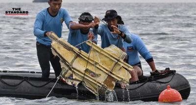 เจ้าหน้าที่เร่งค้นหากล่องดำเครื่องบินอินโดนีเซีย สันนิษฐานเบื้องต้นว่าไม่ได้ระเบิดกลางอากาศ
