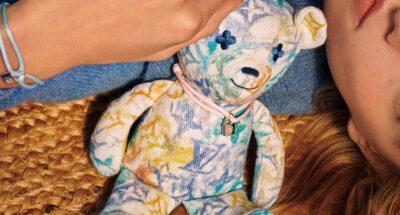 Louis Vuitton ผลิตกำไลข้อมือและตุ๊กตาหมี เพื่อระดุมทุนช่วยเหลือเด็กๆ ในองค์กร UNICEF