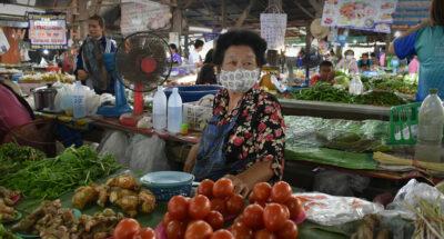 โควิด-19 ละลอกใหม่ ทำคนไทยระมัดระวังใช้จ่ายและมีความสุขลดลง สืบเนื่องจากเศรษฐกิจที่อยู่ในช่วงขาลงต่อเนื่อง