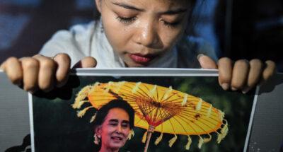 ชาวเมียนมาในไทย 'สวดมนต์-จุดเทียน' รำลึกเพื่อนผู้สละชีวิตสู้เพื่อประชาธิปไตย