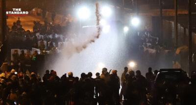 ประมวลเหตุสลายการชุมนุม #ม็อบ28กุมภา กระสุนยาง-แก้สน้ำตา-รถฉีดน้ำ หน้ากรมทหารราบที่ 1 หลังเคลื่อนขบวนจากอนุสาวรีย์ชัยฯ