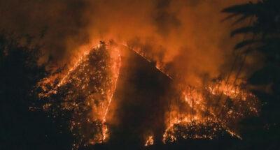 เกิดไฟป่าไหม้หนักบนภูเขา อำเภอสะเมิง เชียงใหม่ เจ้าหน้าที่เร่งดับไฟ แต่เป็นไปอย่างยากลำบาก