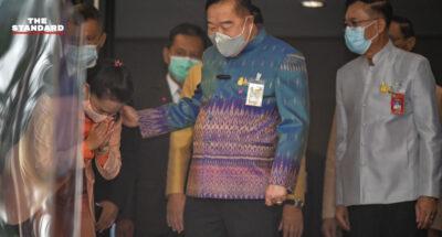 พล.อ. ประวิตร ทักทายรัฐมนตรีพรรคร่วมรัฐบาล บอกพร้อมฉีดวัคซีนโควิด-19
