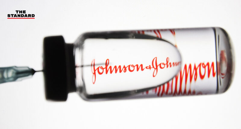 BREAKING: อย. สหรัฐฯ และศูนย์ควบคุมโรคฯ แนะนำหยุดใช้วัคซีนโควิด-19 ของ Johnson & Johnson ชั่วคราว เหตุกังวลปัญหาลิ่มเลือด