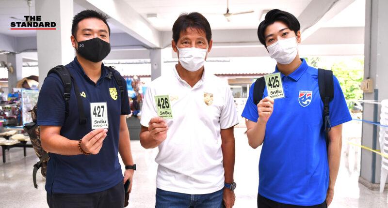 ฉีดวัคซีนป้องกันโควิด-19 ให้แก่นักกีฬาทีมฟุตบอลชายทีมชาติไทย