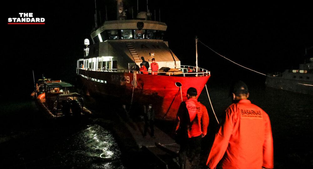 คาดเรือดำน้ำอินโดฯ ที่สูญหายพร้อมลูกเรือ 53 ชีวิตออกซิเจนหมดแล้ว ขณะที่การค้นหาดำเนินต่อจนถึงเช้ามืดพรุ่งนี้