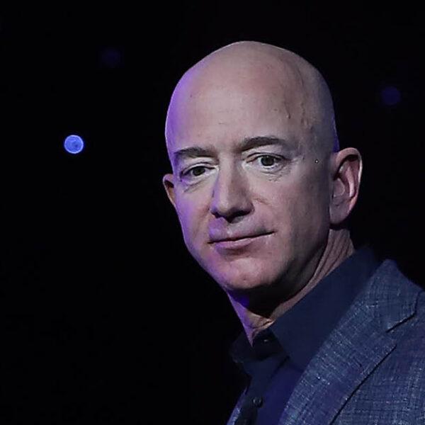 เจฟฟ์ เบโซส์ ขายหุ้น Amazon