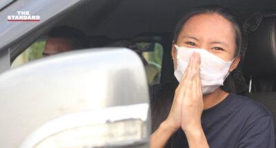 ตี้ พะเยา แนวร่วมราษฎร ออกจากทัณฑสถานหญิงธนบุรี หลังได้รับการประกันตัวคดีมาตรา 112