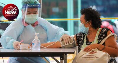 ผู้สูงอายุจองฉีดวัคซีน