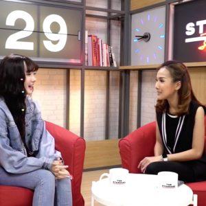 คุยสดๆ กับ พลอยชมพู ศิลปินและเน็ตไอดอล 500 ล้านวิว วัย 17 กับเส้นทางการศึกษานอกระบบ - THE STANDARD Daily 29 มิถุนายน 2561