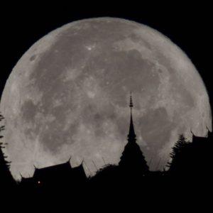 แหงนมองฟ้าคืนนี้ พบพระจันทร์เต็มดวงใกล้โลก ส่วนดาวเคียงเดือน 31 ม.ค. - 1 ก.พ.